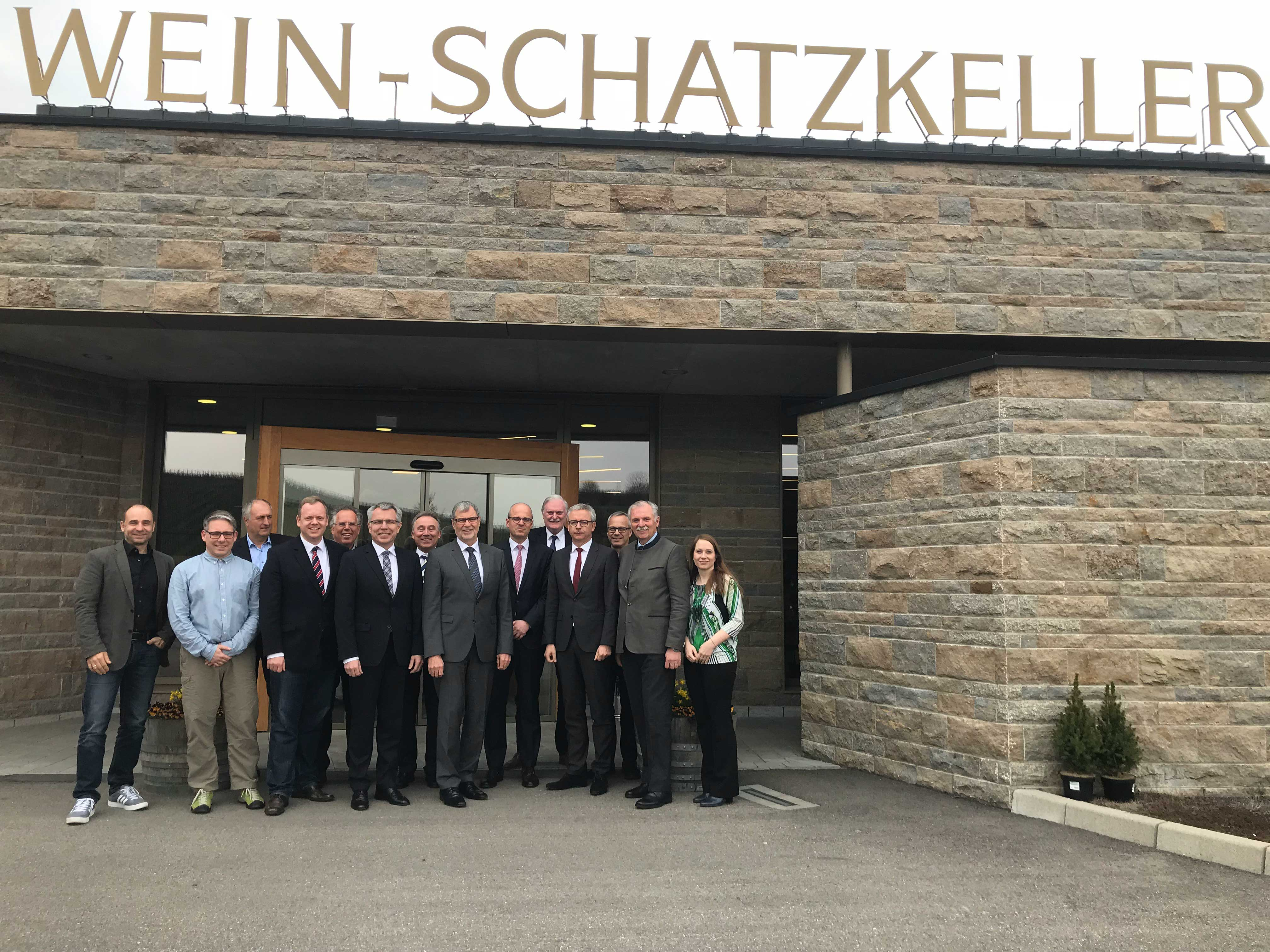 Treffen Der Landräte In Der Genossenschaftskellerei Heilbronn, GKHN (von  Links): Werner Bader (Weinbauverband Württemberg), Dipl. Meteorologe Malte  Neuper ...